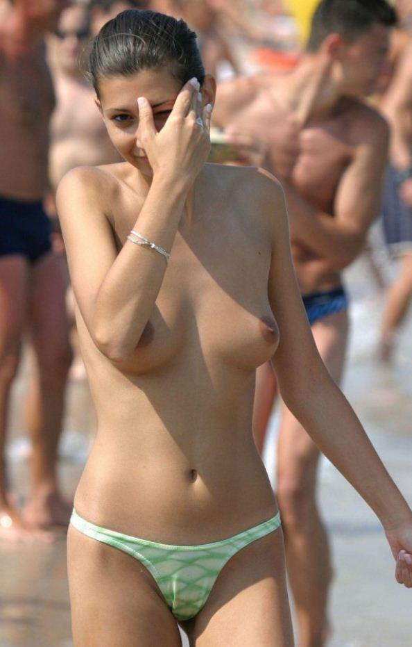 Красивые девушки на пляже (13)