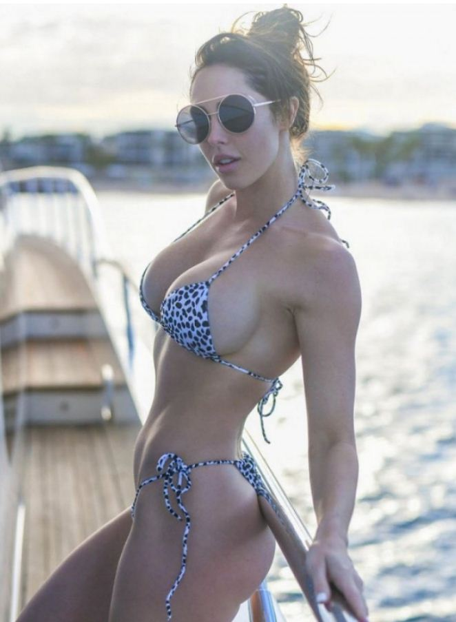Красивые девушки на пляже (15)