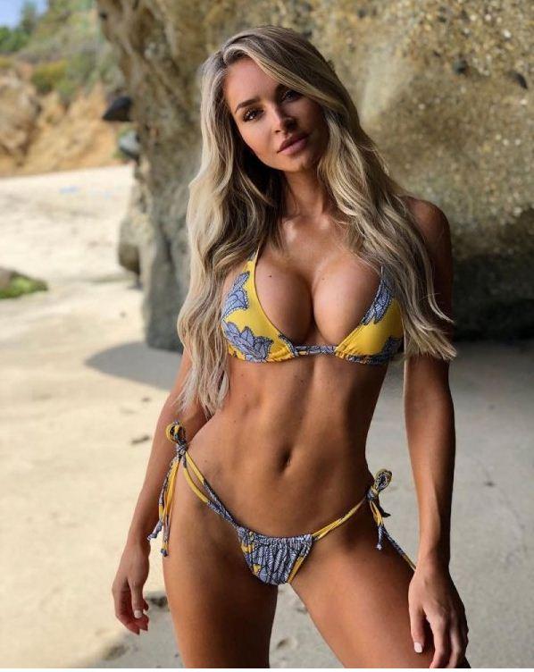 Красивые девушки на пляже (19)