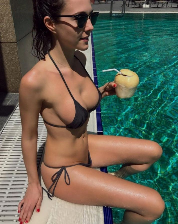 Красивые девушки на пляже (24)