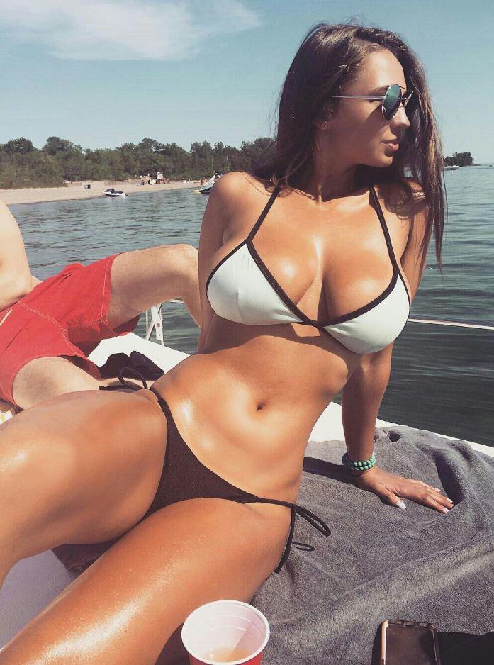 Красивые девушки на пляже (28)